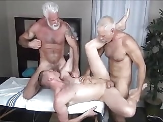 ALLEN & JAKE-TWO DADDIES MASSAGE bareback (gay) big cock (gay) group sex (gay)