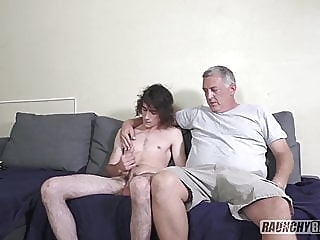 Teenage Skater Gets Fucked Raw On Casting Couch twink (gay) amateur (gay) bareback (gay)