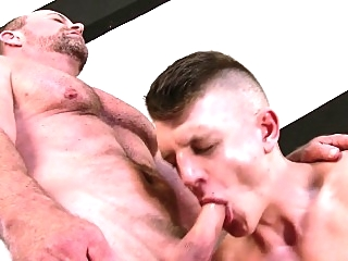 Muscly hunk cums on bear bears (gay) blowjob (gay) gays (gay)