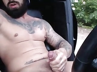 Bearded tattooed guy jerking off man (gay) amateur (gay) masturbation (gay)